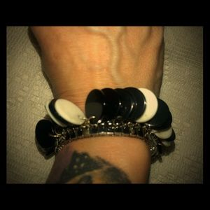 Vintage black & white circle stretch bracelet